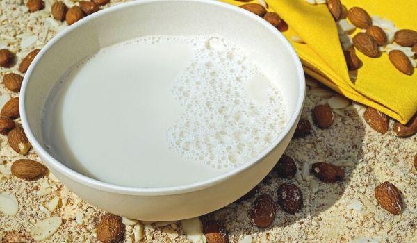 almond milk with honey
